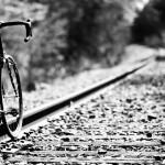 自転車で、横断歩道がないT字路を安全に走りるための方法。